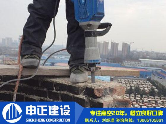 人(ren)工(gong)拆除煙囪